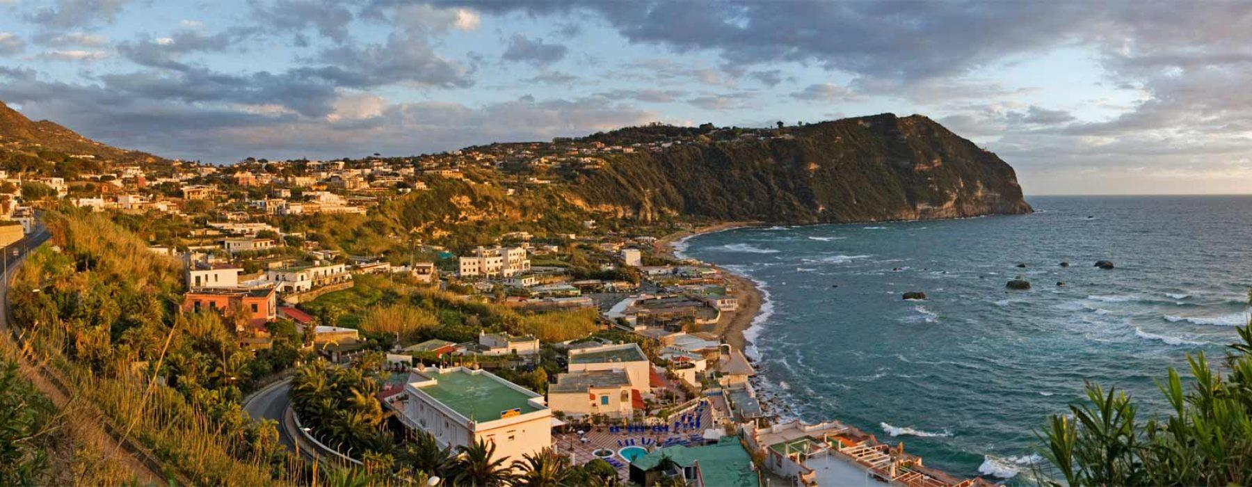 Königreich der zwei Sizilien: schöne grüne Terrassen mit Blick auf das Meer, Mortella, Negombo und Villa San Michele.