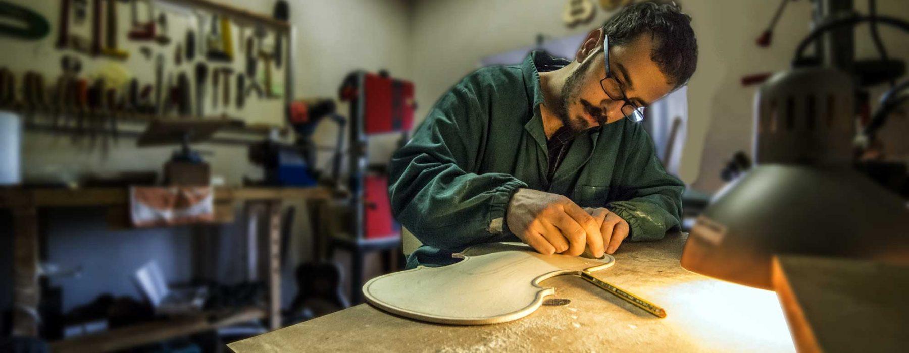 Bratschen, Geigen und Celli direkt aus der Hand des Geigenbauers